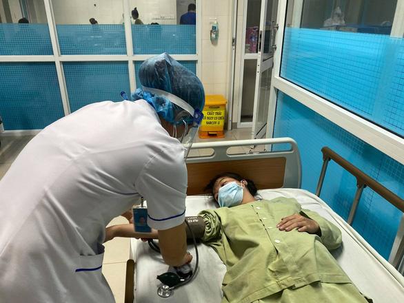 Thai phụ chuyển dạ trong đêm mưa rét liên tục xin rời viện - Ảnh 1.