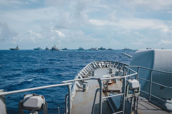 Tàu chiến Anh và New Zealand vào Biển Đông tập trận, Việt Nam nói gì? - Ảnh 1.