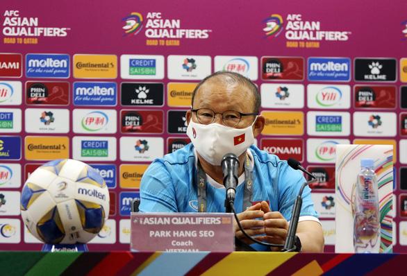 HLV Park Hang Seo: Nhiệm vụ của tôi là tìm cách khắc chế lối chơi của Trung Quốc - Ảnh 2.