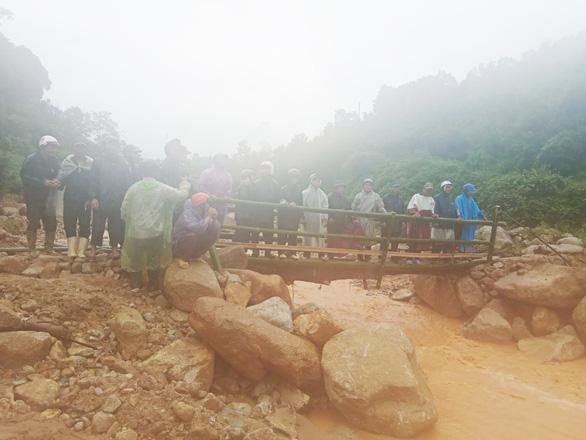Quảng Nam: Miền núi yêu cầu sơ tán dân, suối bắt đầu chảy xiết - Ảnh 6.
