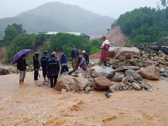 Quảng Nam: Miền núi yêu cầu sơ tán dân, suối bắt đầu chảy xiết - Ảnh 7.