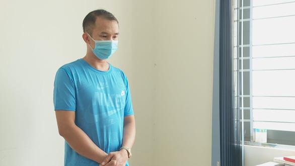Khởi tố bị can vụ F0 trốn khai báo y tế làm lây COVID-19 cho 10 người ở Buôn Ma Thuột - Ảnh 1.