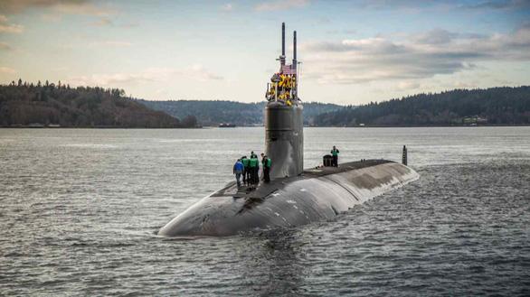 Tàu ngầm hạt nhân Mỹ đâm vào vật thể bí ẩn ở Biển Đông, nhiều thủy thủ bị thương - Ảnh 1.