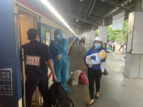 TP.HCM muốn đường sắt sớm chở khách lại, Hà Nội ngần ngại - Ảnh 1.