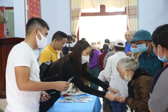 Hà Tĩnh rà soát tiền từ thiện Thủy Tiên hỗ trợ dân, theo yêu cầu của Bộ Công an - Ảnh 1.