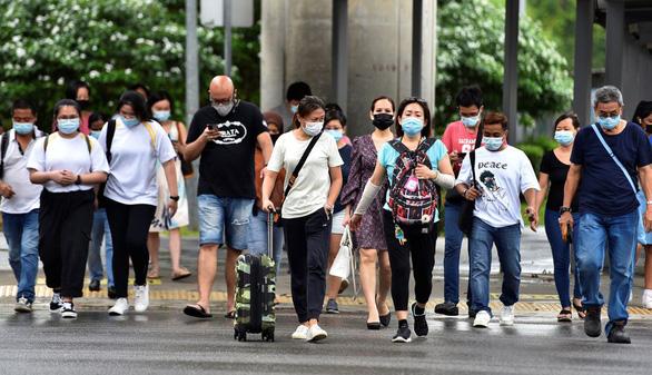 Singapore kêu gọi người dân không sợ COVID-19 đến tê liệt - Ảnh 1.