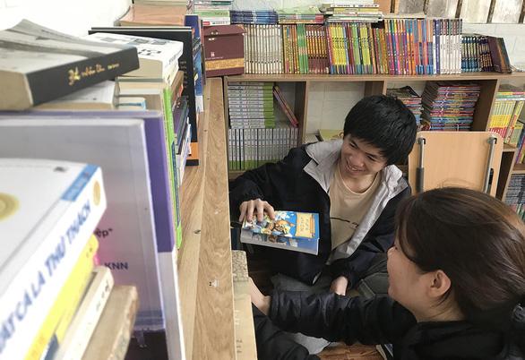 Trạm đọc sách miễn phí ở Huế của chàng trai 25 tuổi - Ảnh 1.