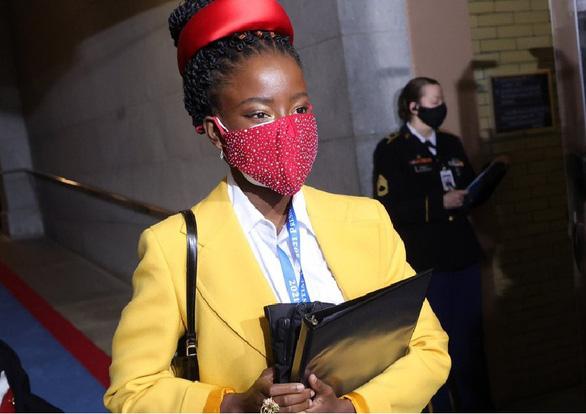 متخصص بیماری های عفونی آمریکا: استفاده از 2 ماسک می تواند مضر باشد - عکس 1.