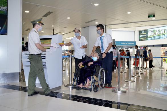 Ngành hàng không: phòng, chống dịch bệnh COVID-19 lên mức cảnh báo cao nhất - Ảnh 1.