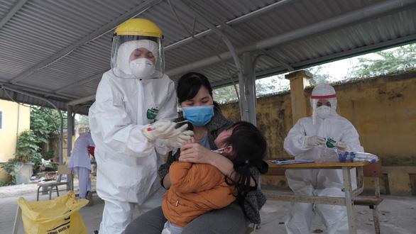 Phát hiện thêm 2 ca nhiễm COVID-19, Mê Linh phong tỏa một thôn - Ảnh 3.