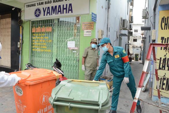 Quận Gò Vấp 'áp lực rất dữ' khi có tới 808 người làm ở sân bay Tân Sơn Nhất, xét nghiệm mỗi ngày - Ảnh 4.