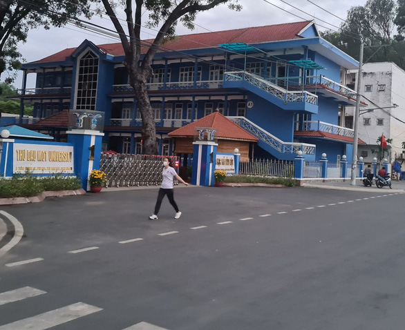 Bình Dương gỡ phong tỏa khu phố đại học Thủ Dầu Một - Ảnh 1.