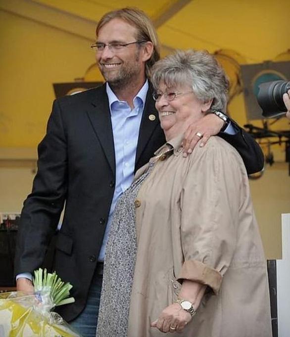 Điểm tin thể thao tối 10-2: Mẹ HLV Jurgen Klopp qua đời, Djokovic đi tiếp ở Úc mở rộng - Ảnh 1.