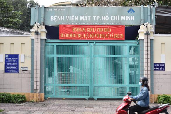 Bệnh viện Mắt TP.HCM và Bệnh viện quận Tân Bình xét nghiệm khẩn cấp cho nhân viên - Ảnh 1.