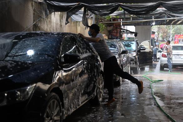 Sát Tết, nghề rửa xe tất bật mà rủng rỉnh - Ảnh 5.