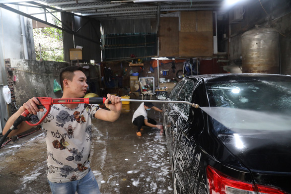Sát Tết, nghề rửa xe tất bật mà rủng rỉnh - Ảnh 6.