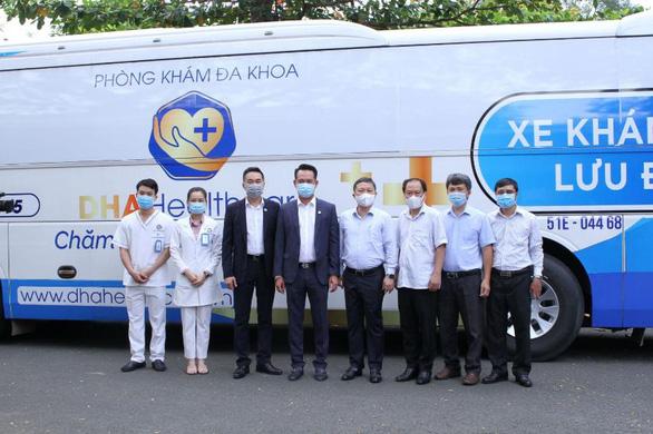 Sở Y tế TP.HCM được tặng xe lưu động lấy mẫu và xét nghiệm nhanh COVID-19 - Ảnh 1.