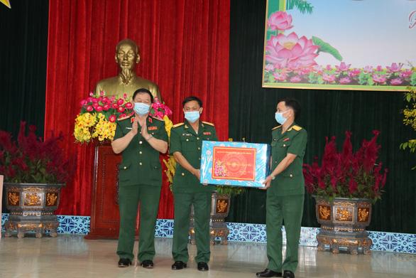 Ông Võ Văn Thưởng chúc Tết Sư đoàn 9 thuộc Quân đoàn 4 - Ảnh 4.