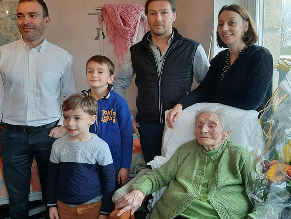 Bí quyết sống thọ của những cụ bà trăm tuổi ở Pháp - Ảnh 1.