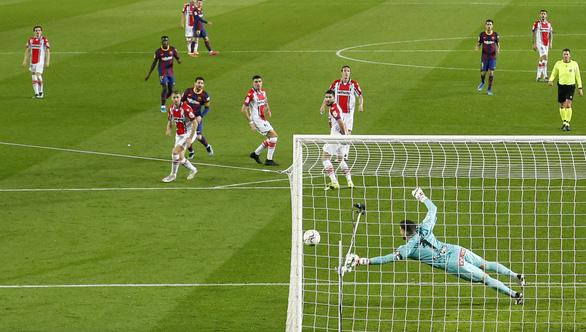 Hai lần sút xa ghi bàn đẹp mắt, Messi giúp Barca vùi dập Alaves - Ảnh 4.