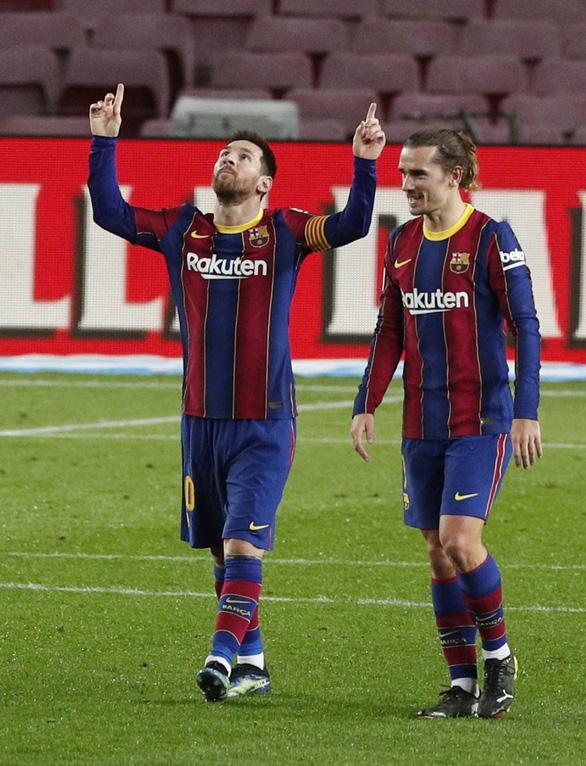 Hai lần sút xa ghi bàn đẹp mắt, Messi giúp Barca vùi dập Alaves - Ảnh 5.
