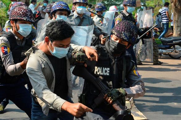Myanmar cảnh báo dân chúng không che giấu nhà hoạt động chính trị - Ảnh 1.