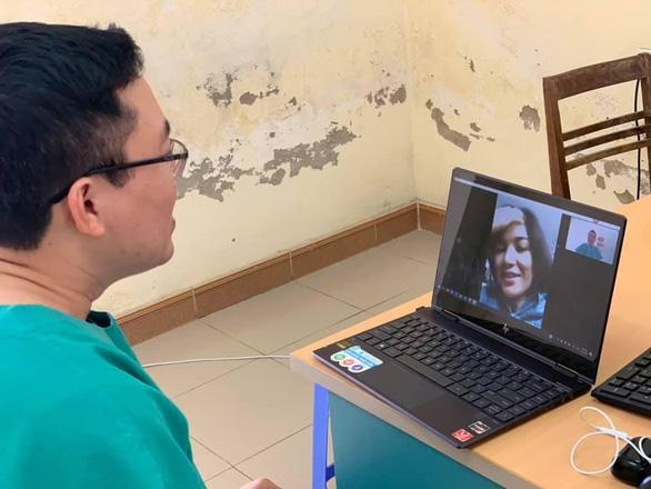 Valentine đặc biệt của y bác sĩ bệnh viện điều trị bệnh nhân COVID-19 tại Quảng Ninh - Ảnh 2.
