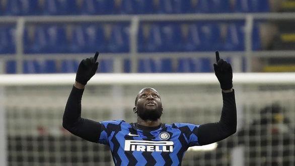 Lukaku rực sáng đưa Inter Milan lên đầu bảng - Ảnh 1.