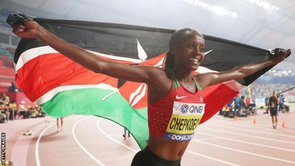 Điểm tin thể thao sáng 15-2: Chepkoech phá kỷ lục thế giới nội dung chạy 5km - Ảnh 1.