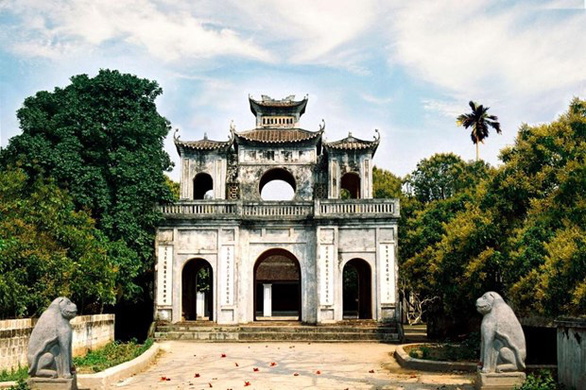 Du khách đông, Hưng Yên đóng cửa tất cả khu di tích để phòng COVID-19 - Ảnh 1.