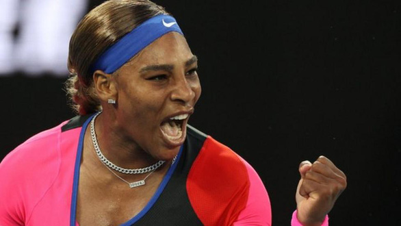 Đánh bại hạt giống số 2, Serena Williams gặp Naomi Osaka ở bán kết - Ảnh 1.