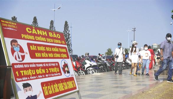 Bãi biển Vũng Tàu đông đúc ngày mùng 5 Tết - Ảnh 6.
