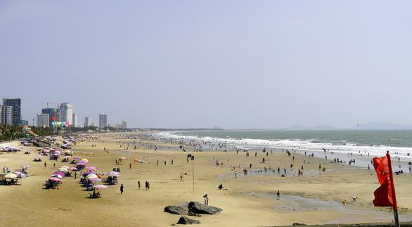 Bãi biển Vũng Tàu đông đúc ngày mùng 5 Tết - Ảnh 8.