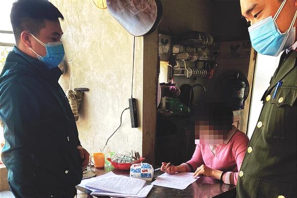 Trốn cách ly đi ăn lẩu còn livestream trên Facebook, một phụ nữ bị phạt 5 triệu đồng - Ảnh 1.