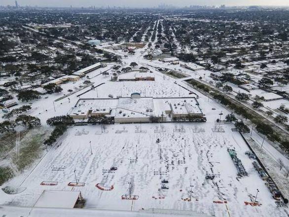 Sa mạc Texas bỗng thành Bắc Cực, 4 triệu người lạnh run vì mất điện - Ảnh 3.