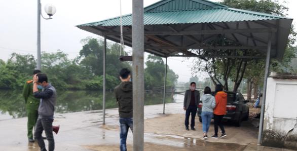 Xử lý hành chính người bất chấp lệnh cấm, dẫn khách vào chùa Hương - Ảnh 3.