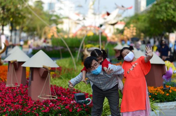 Đường hoa Nguyễn Huệ đón hơn 81.400 lượt khách dịp tết - Ảnh 1.