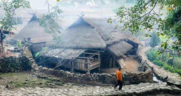 Bí ẩn: Ngôi làng 400 tuổi của bộ lạc nguyên thủy cuối cùng ở Trung Quốc bị cháy rụi - Ảnh 4.