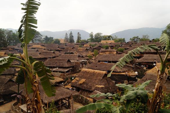 Bí ẩn: Ngôi làng 400 tuổi của bộ lạc nguyên thủy cuối cùng ở Trung Quốc bị cháy rụi - Ảnh 3.