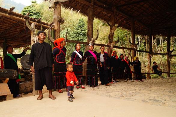 Bí ẩn: Ngôi làng 400 tuổi của bộ lạc nguyên thủy cuối cùng ở Trung Quốc bị cháy rụi - Ảnh 7.
