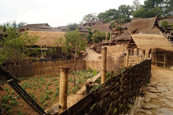 Bí ẩn: Ngôi làng 400 tuổi của bộ lạc nguyên thủy cuối cùng ở Trung Quốc bị cháy rụi - Ảnh 6.