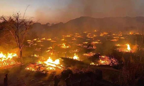 Bí ẩn: Ngôi làng 400 tuổi của bộ lạc nguyên thủy cuối cùng ở Trung Quốc bị cháy rụi - Ảnh 1.