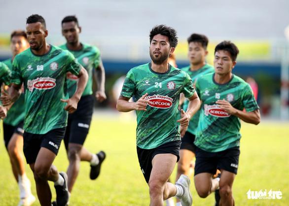 Sau lì xì đầu năm, Lee Nguyễn và các cầu thủ TP.HCM tập khai xuân gần 2 tiếng - Ảnh 5.