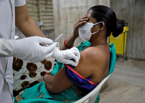 Ca COVID-19 ở Ấn Độ bất ngờ giảm gần 90%, chuyên gia cũng chưa hiểu - Ảnh 1.