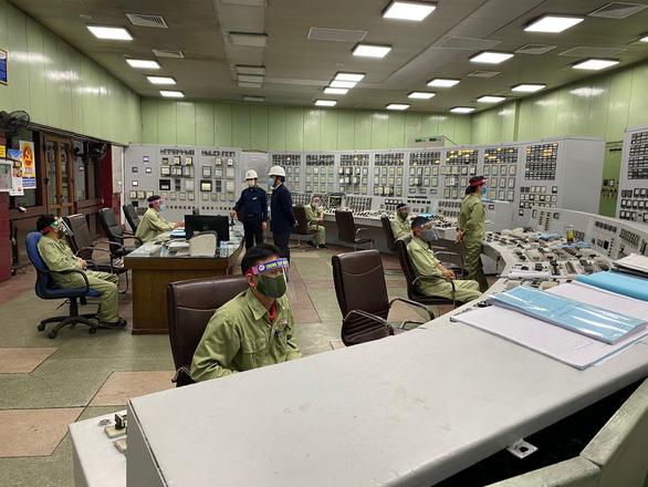 Giá nhiên liệu đầu vào tăng cao, chi phí mua điện của EVN tăng hơn 16.000 tỉ đồng - Ảnh 1.