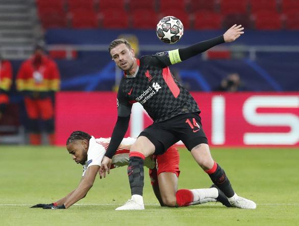 Hàng thủ Leipzig dâng chiến thắng cho Liverpool - Ảnh 2.