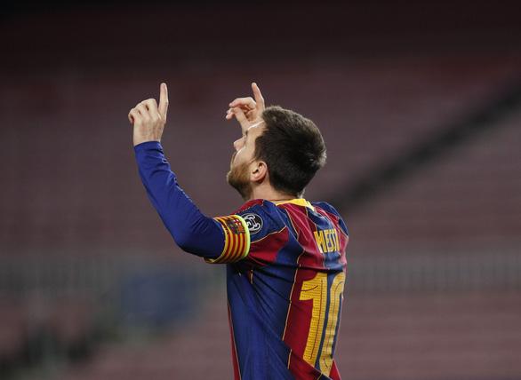 Messi cân bằng kỷ lục của Raul - Ảnh 1.