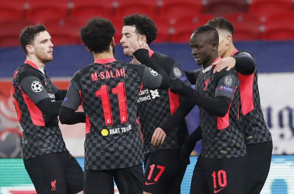 Hàng thủ Leipzig dâng chiến thắng cho Liverpool - Ảnh 1.