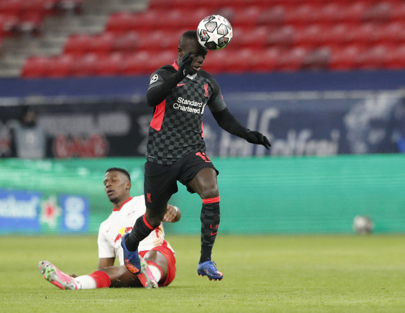 Hàng thủ Leipzig dâng chiến thắng cho Liverpool - Ảnh 3.