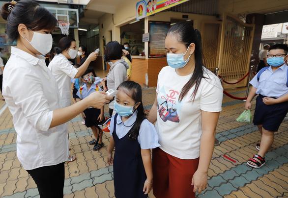 Xem xét không thu học phí học sinh, học viên ở vùng dịch bệnh, thiên tai - Ảnh 1.